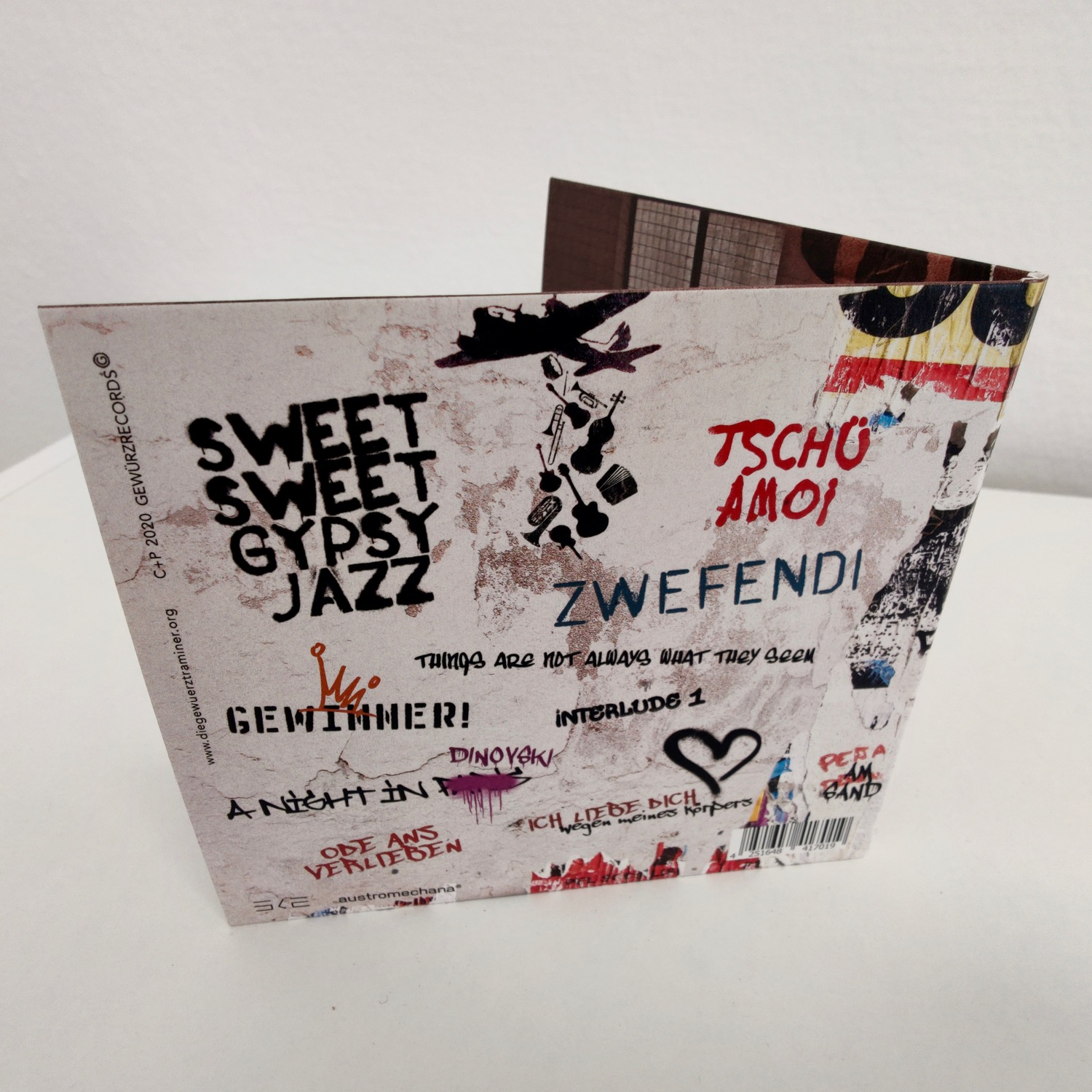 Limited Edition SleevePac CD - € 16,-